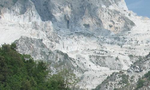 Foto delle cave di marmo a Carrara