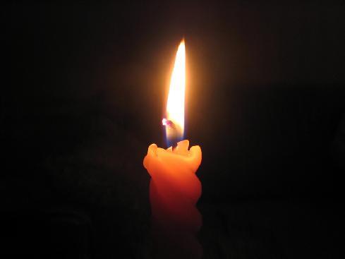La vita si accende e si consuma come questa candela