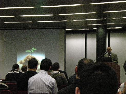 Immagine di Sante durante la presentazione sulla ottimizzazione dei blogs per motori di ricerca